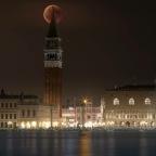 Venezia e la luna rossa